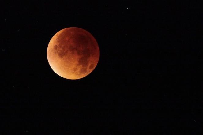 E la luna bussò: l'eclissi del 27 luglio e dove vederla al meglio