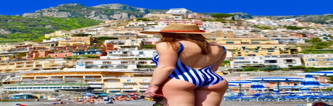 The Coast Capri: limoni, bouganville e modelli retrò per una collezione da sogno