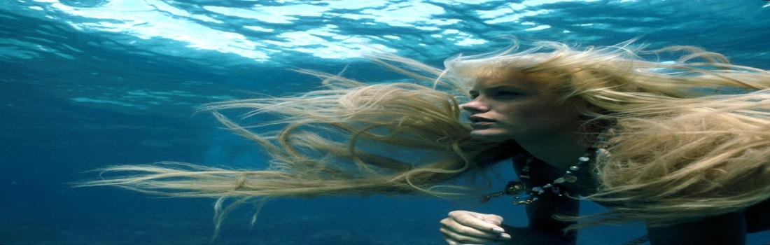 Splash una sirena in spiaggia e non solo